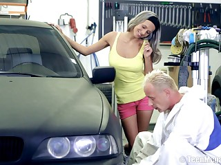 Amateur chick Tracy gets fucked at the end of one's tether a stranger on the top of her car. Roughly HD
